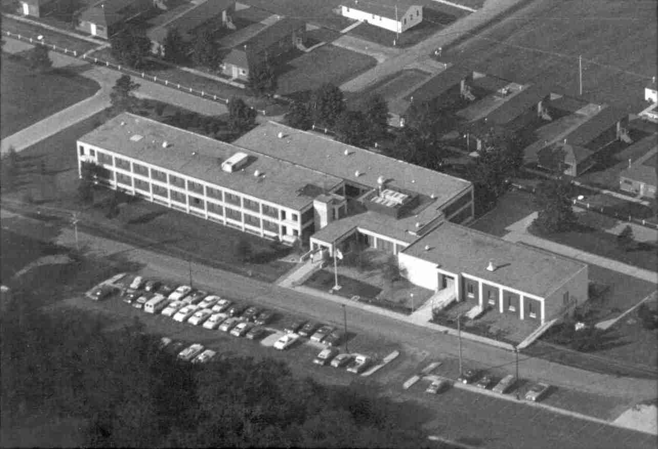 1975 – Academy Expands Facility